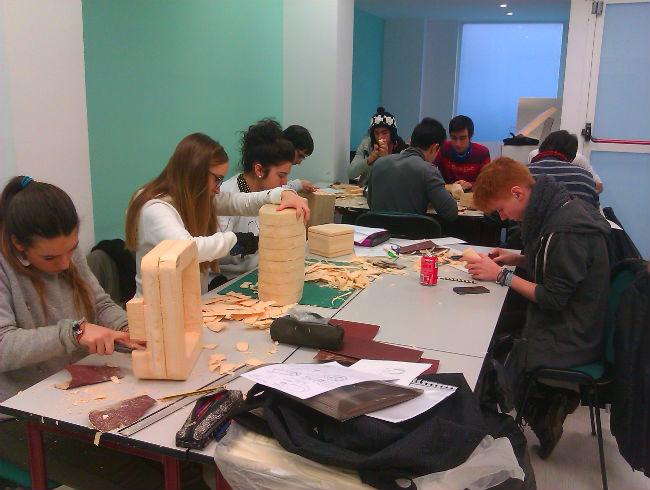 Los alumnos de Diseño de Producto pasan sus diseños en 2D a 3D