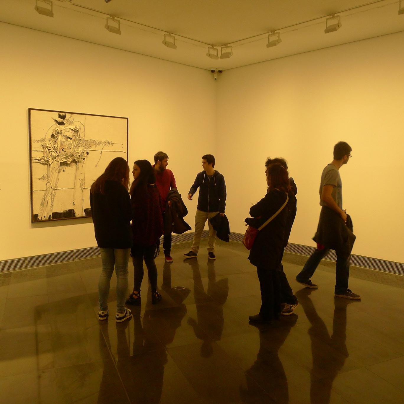 Alumnos de Diseño Gráfico en el Museo Universidad de Navarra