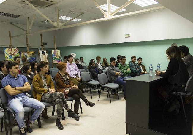 El aula 9 de Creanavarra durante la charla de Ángel Ansa
