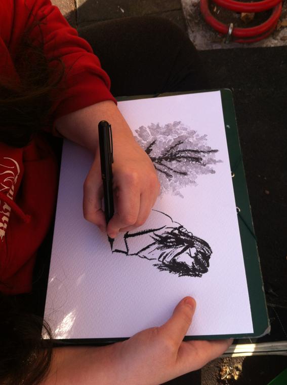 Primero de Diseño Gráfico realizan una práctica de urban sketching