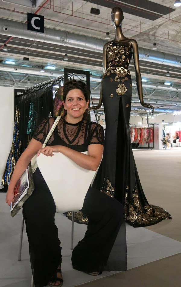 Judit Irigoyen, que estudia Diseño de Moda en Creanavarra, en uno de los stands del Momad