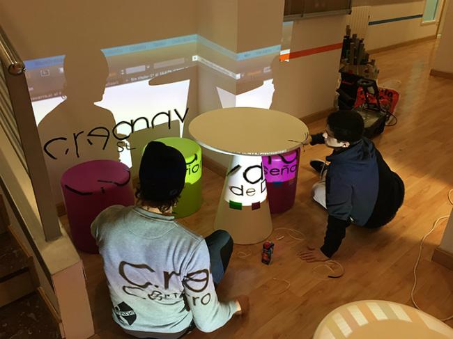 Alumnos trabajando en el vídeo