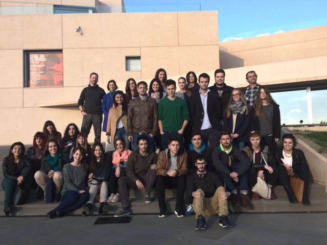 Alumnos de Creanavarra asisten a la charla coloquio del diseñador Alberto Corazón en el Museo Universidad de Navarra