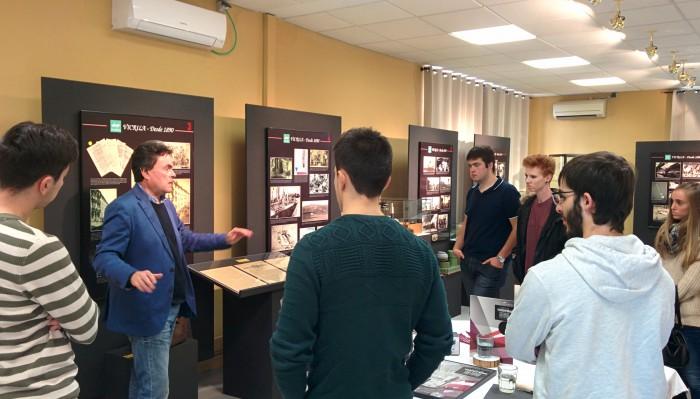 Alumnos de Diseño de Producto de Creanavarra durante su visita a Vicrila
